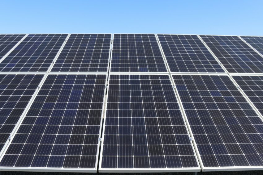 blue solar panels during daytiem